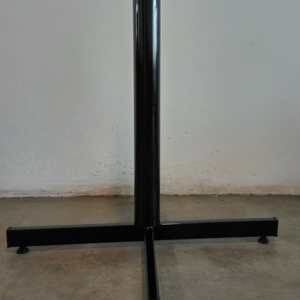 metal table leg