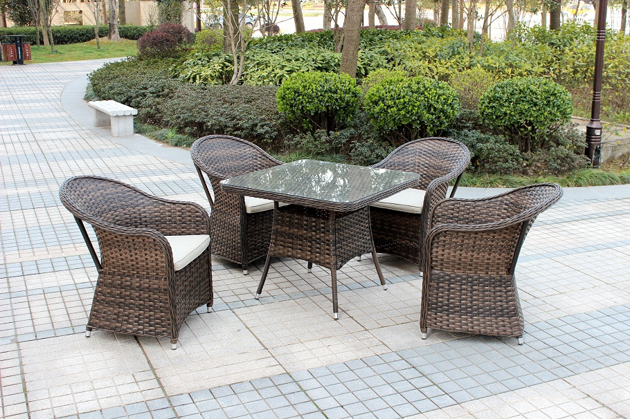 Royale Outdoor Dining Set
