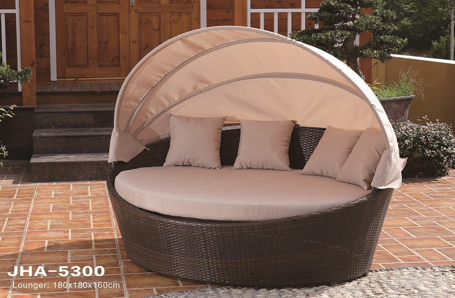Orbit Day Bed