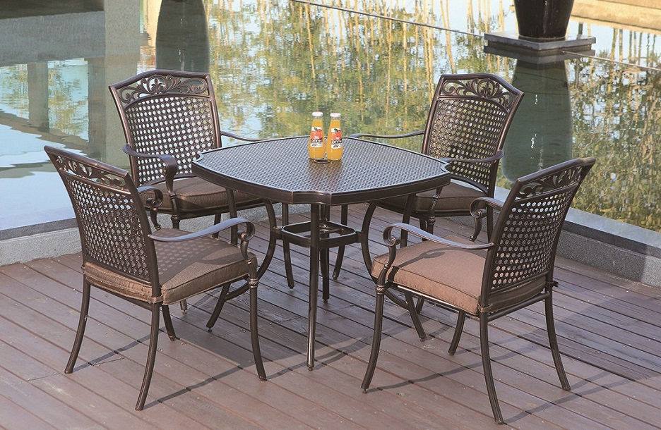 Cast Aluminum Outdoor Dining