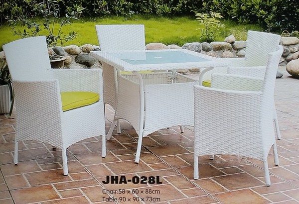 Classic White Wicker Dinning Set