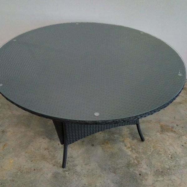wicker-tables