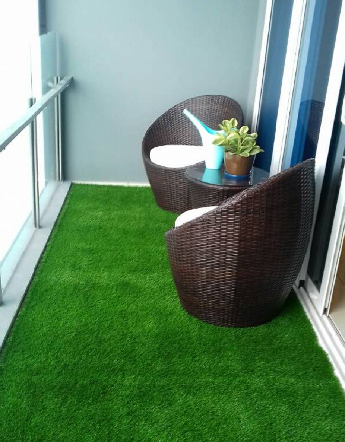 How To Put Patio Furniture on Artificial Grass?