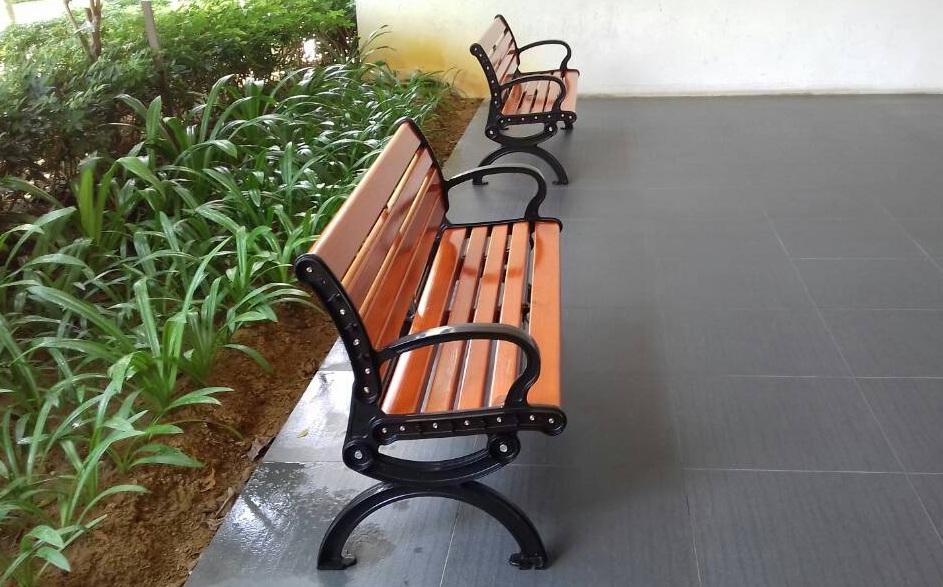 pine wood bench