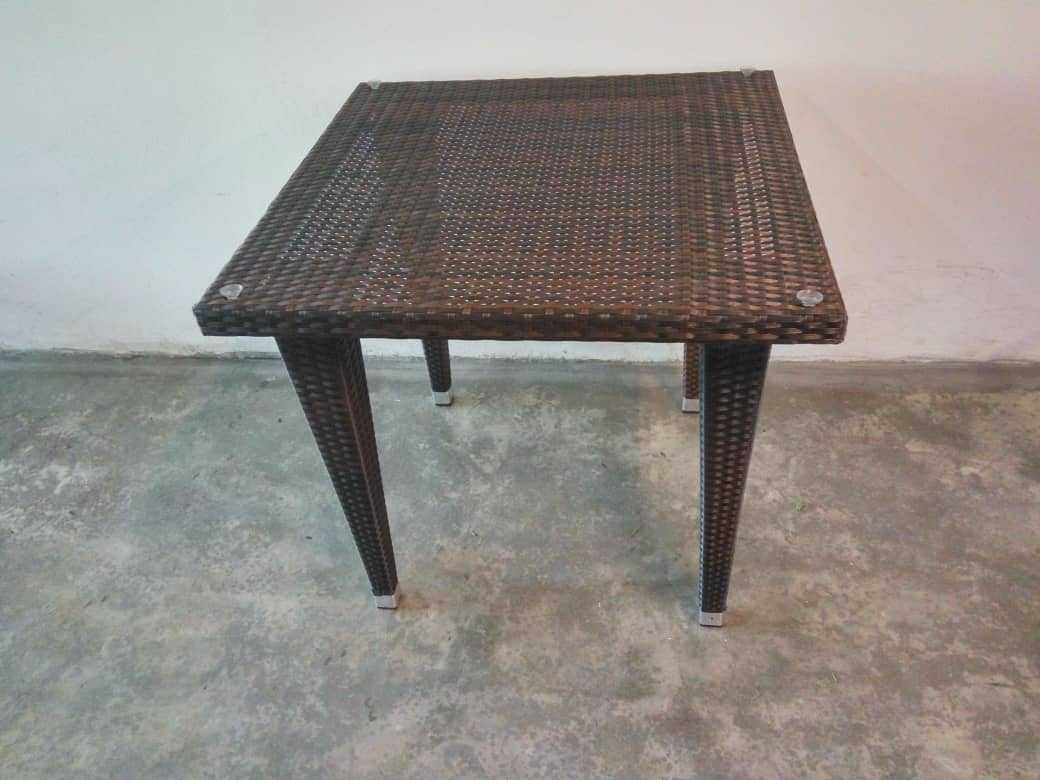 Dining table Supplier