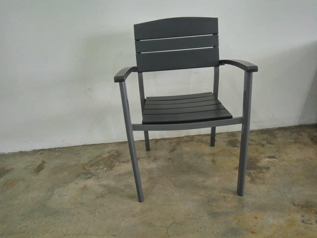 artificial wooden chair (1)