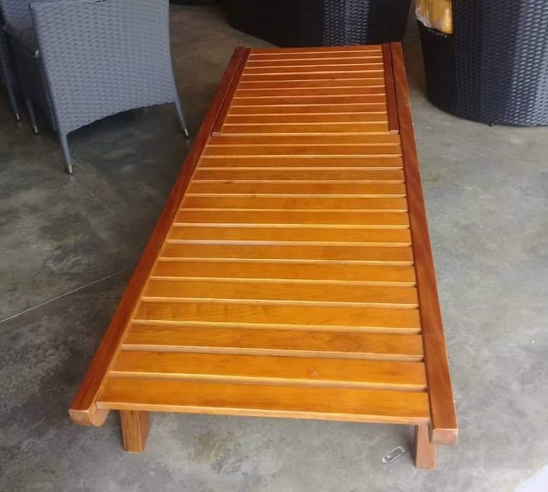 decon wooden lounger